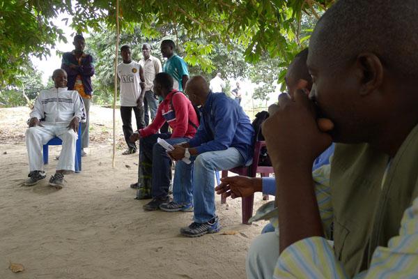 visite de courtoisie au Chef du village