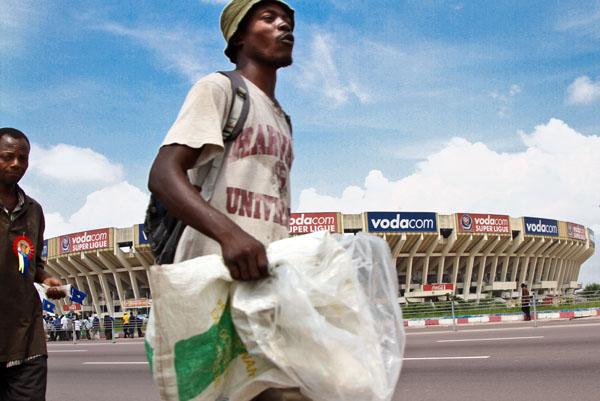 Les partisans d'Etienne Tshisekedi se rendent à leur meeting à quelques mètres du stade des Martyrs